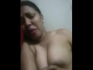 sudanese girl send her nude to her husband.